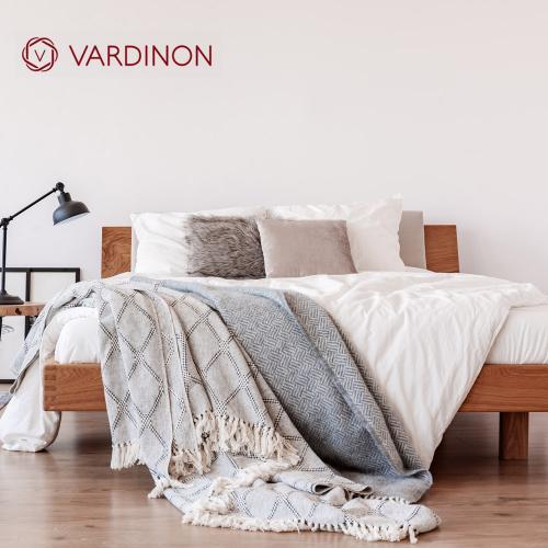 מארז מפנק לחדר השינה- סט מצעים זוגי, זוג כריות וכירבולית טלויזיה  vardinon