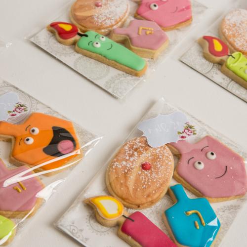 מארז עוגיות מעוצבות לחנוכה באריזת צלופן קשיחה
