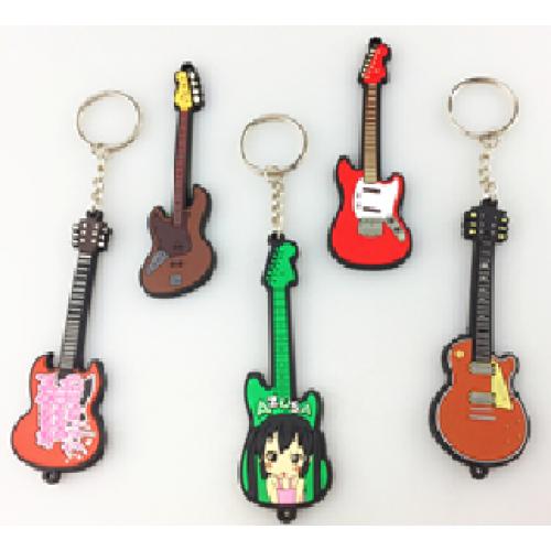 מחזיק מפתחות בצורת גיטריה