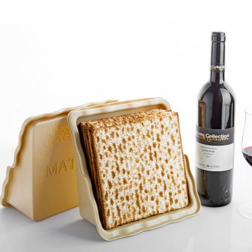 אירוח מעוצב לחג - מארז מצה-מצה בתוספת בקבוק יין חגיגי
