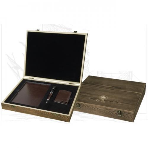 מארז מתנה מעץ עם מקום ליומן עט וארנק מבית גבעוני