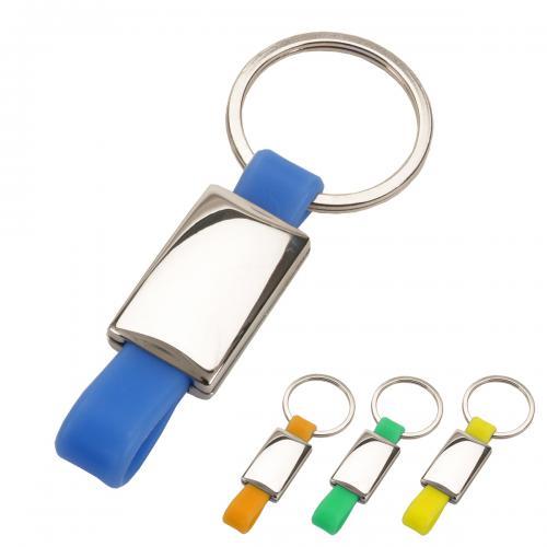 מחזיק מפתחות ממתכת וסיליקון, לוחית מלבנית.