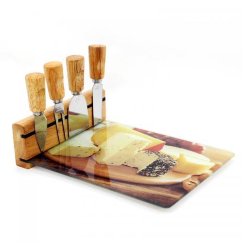מגש זכוכית מעוטר עם סכיני גבינות במעמד מגנטי
