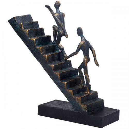 """פסל אומנותי  -   """" עולים לפסגה """" ( שניים מטפסים על מדרגות)"""