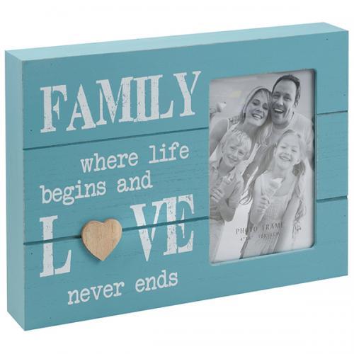 """מסגרת לתמונה 4X6"""" עץ תיבה תכלת כיתוב FAMILY לבן 27X20X4 ס""""מ"""