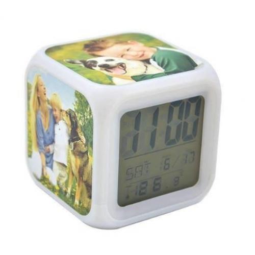 שעון מעורר עם תאורה מתחלפת  כולל 3 לוחיות מתכת מתחלפות