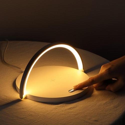 מטען אלחוטי ונורת LED מעוצבת