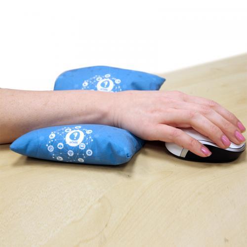 כרית מלבנית המשמשת כמשענת לכף היד בעבודה עם עכבר כולל הדפסה מלאה