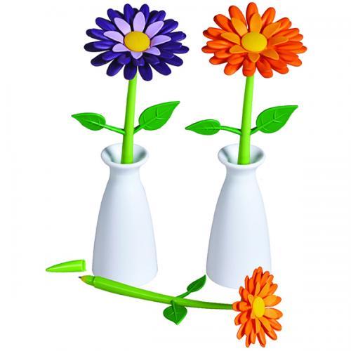 עט בצורת פרח באגרטל לבן