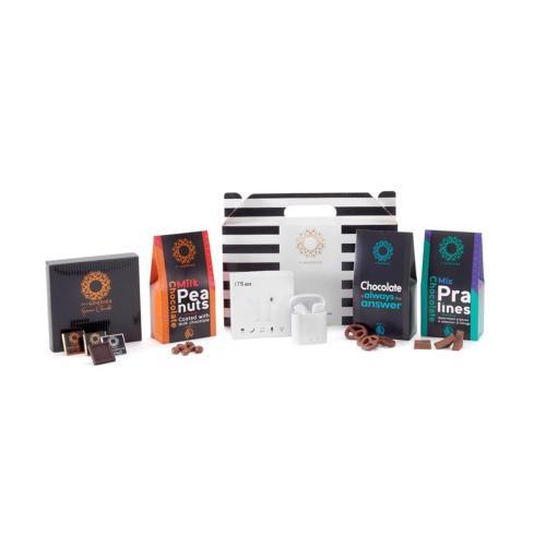 מארז ונוס C המכיל אוזניות ננו בלוטוס' אלחוטיות, מגוון פרלינים במליות מיוחדות, נפוליטנים משוקולד ועוד!!