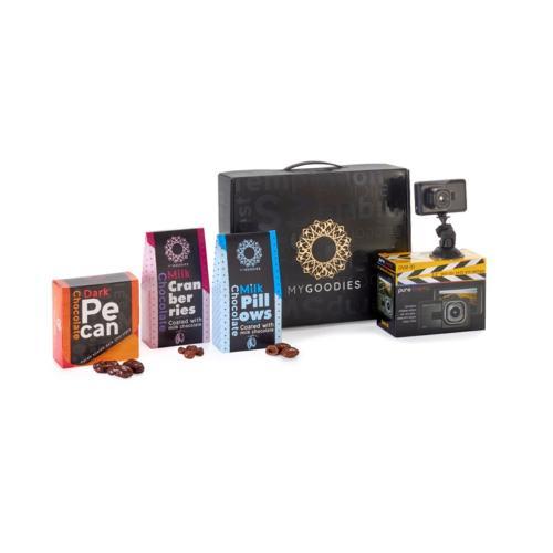 """מארז נגה G, המכיל מצלמת דרך לרכב עם מסך """"2.2  עם מערך הקלטה חכם, ושוקולדים איכותיים ומפנקים!!"""